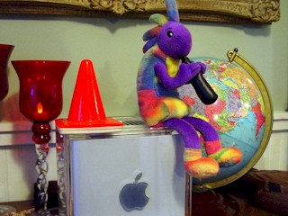 Closeup of Coney and Kokopelli atop the Power Mac G4 Cube